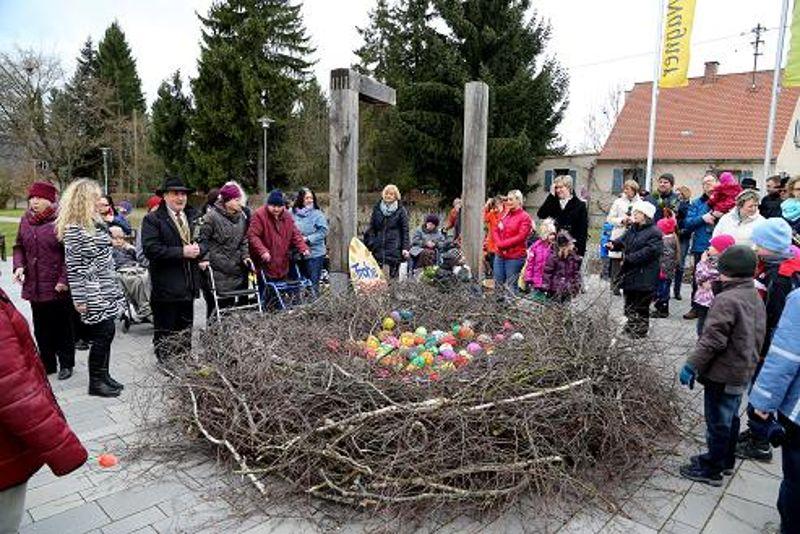 Osternest auf dem Platz der Begegnung